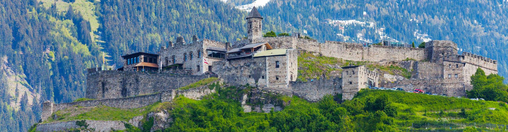 Das Revier der Adlerarena Burg Landskron © shutterstock