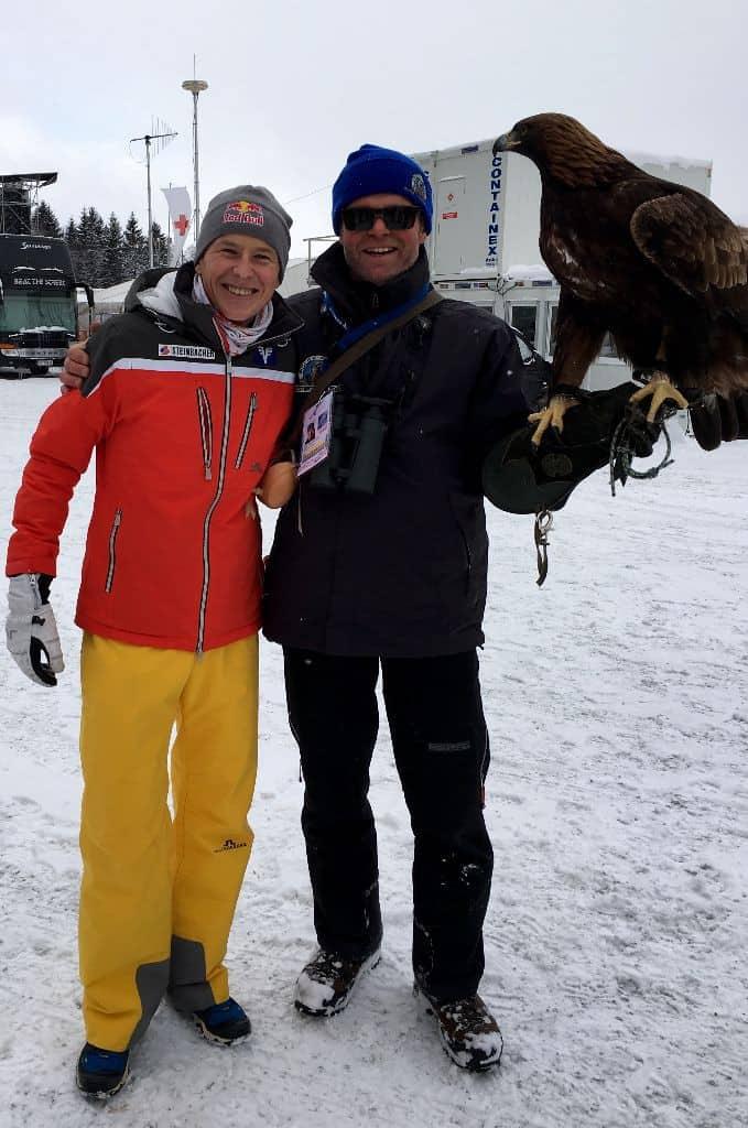 Falkner mit Adler und Andi Goldberger am Kulm in Österreich
