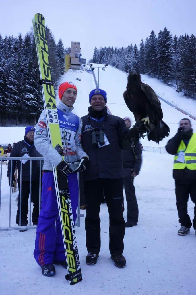 Falkner mit Adler am Kulm mit Daniel Andre Tande