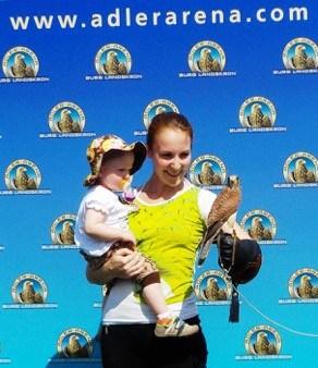Maxima mit ihrer Mama bei ihrem Besuch in der Adler Arena. © Adlerarena