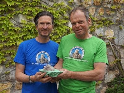 Artenschutz Greifvögel in der Adlerarena mit Falkner Michael Holzfeind und Franz Schüttelkopf