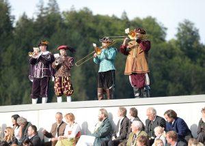 Fanfarenbläser bei 30 Jahresfeier der Adlerarena Burg Landskron Österreich